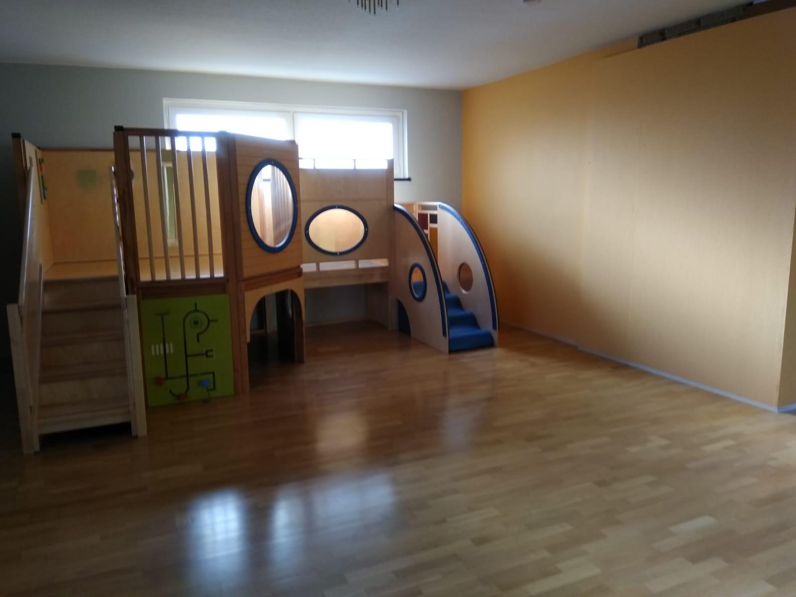 Spiel- und Kletterbereich mit Treppen und Platz zum verstecken Kindertagesstätte (Kita) die Krümelmonster aus Neustadt am Rübenberge
